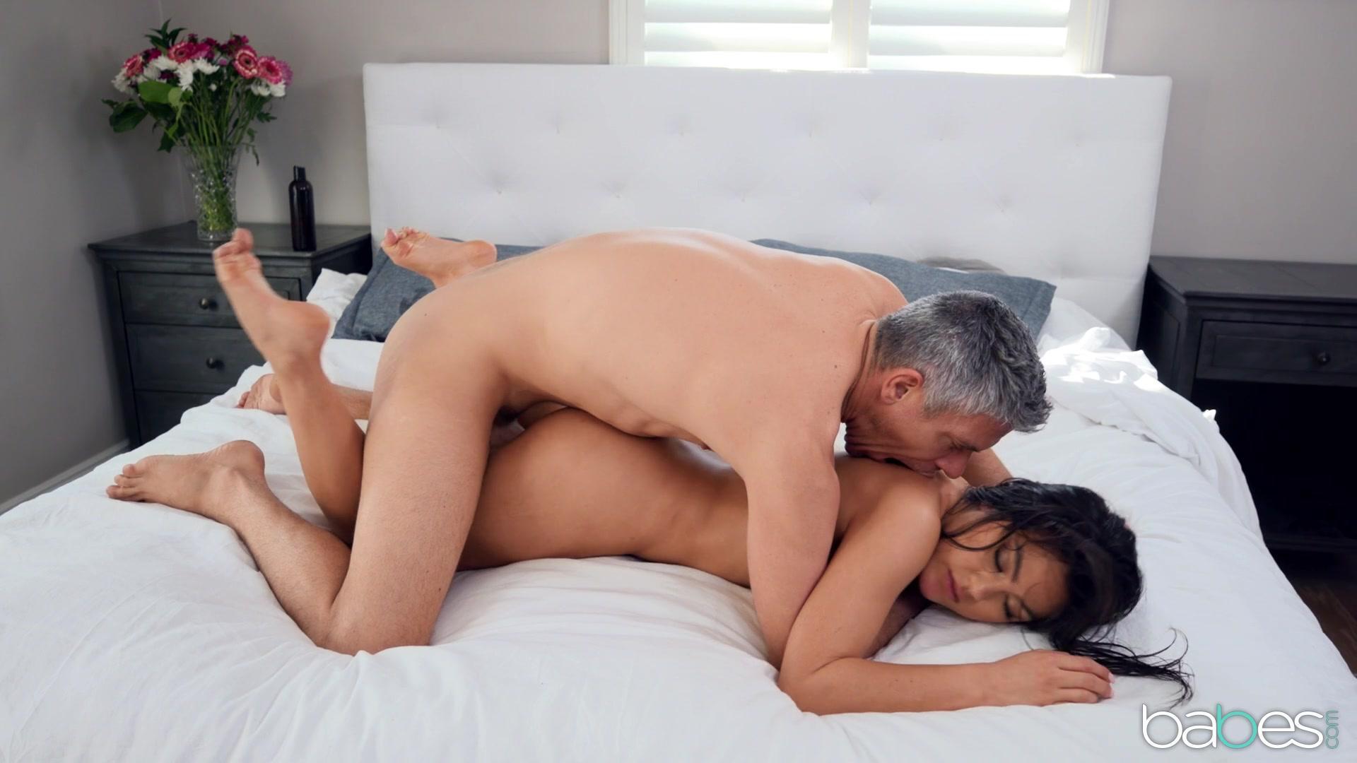 Babes – Kendra Spade Partner Massage