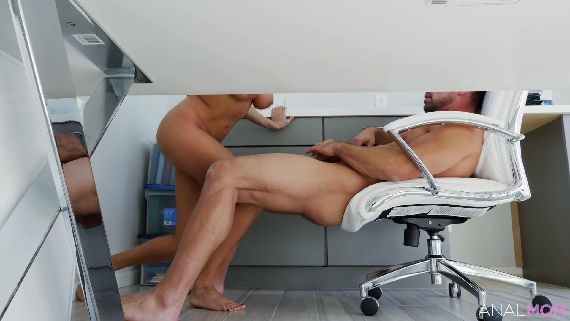 Anal Mom – Anissa Kate Tanned And Tempting Anal MILF