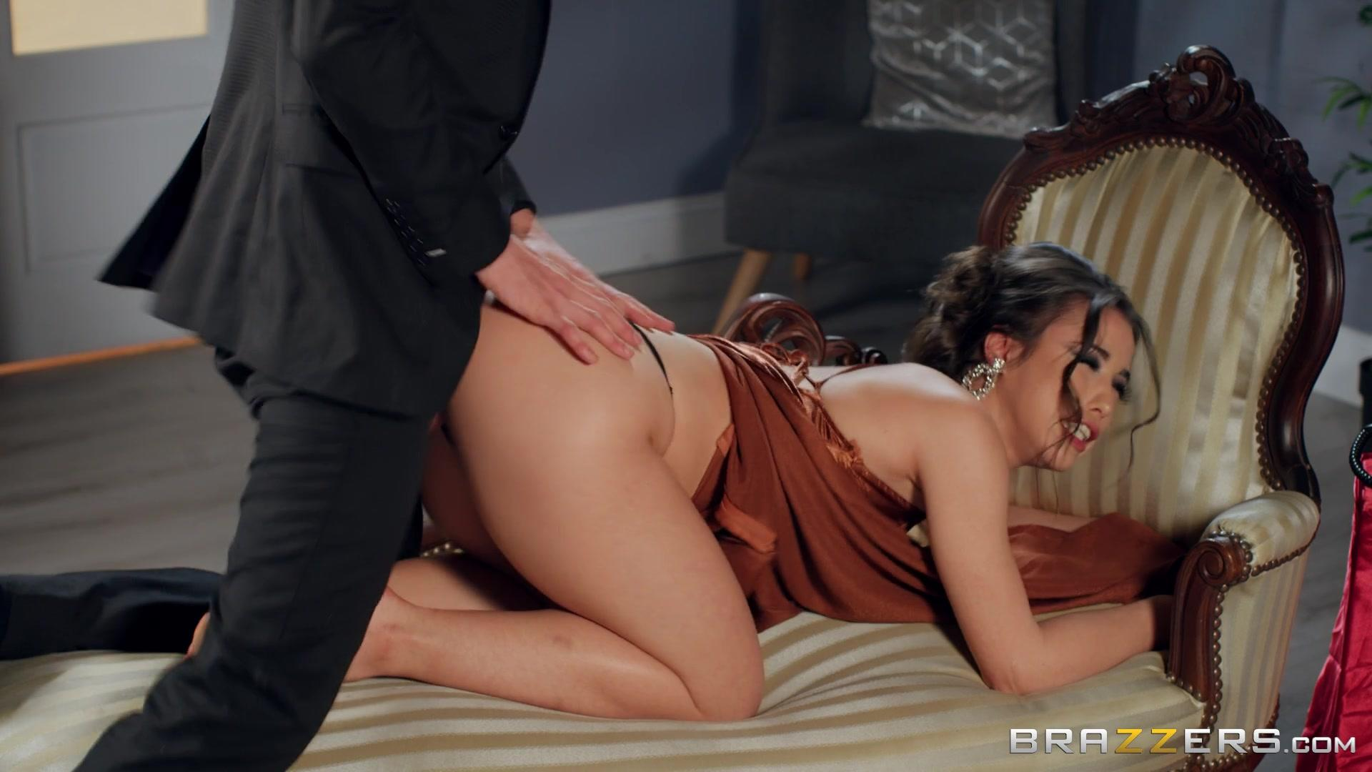 Brazzers Exxtra – Anastasia Brokelyn Room Service