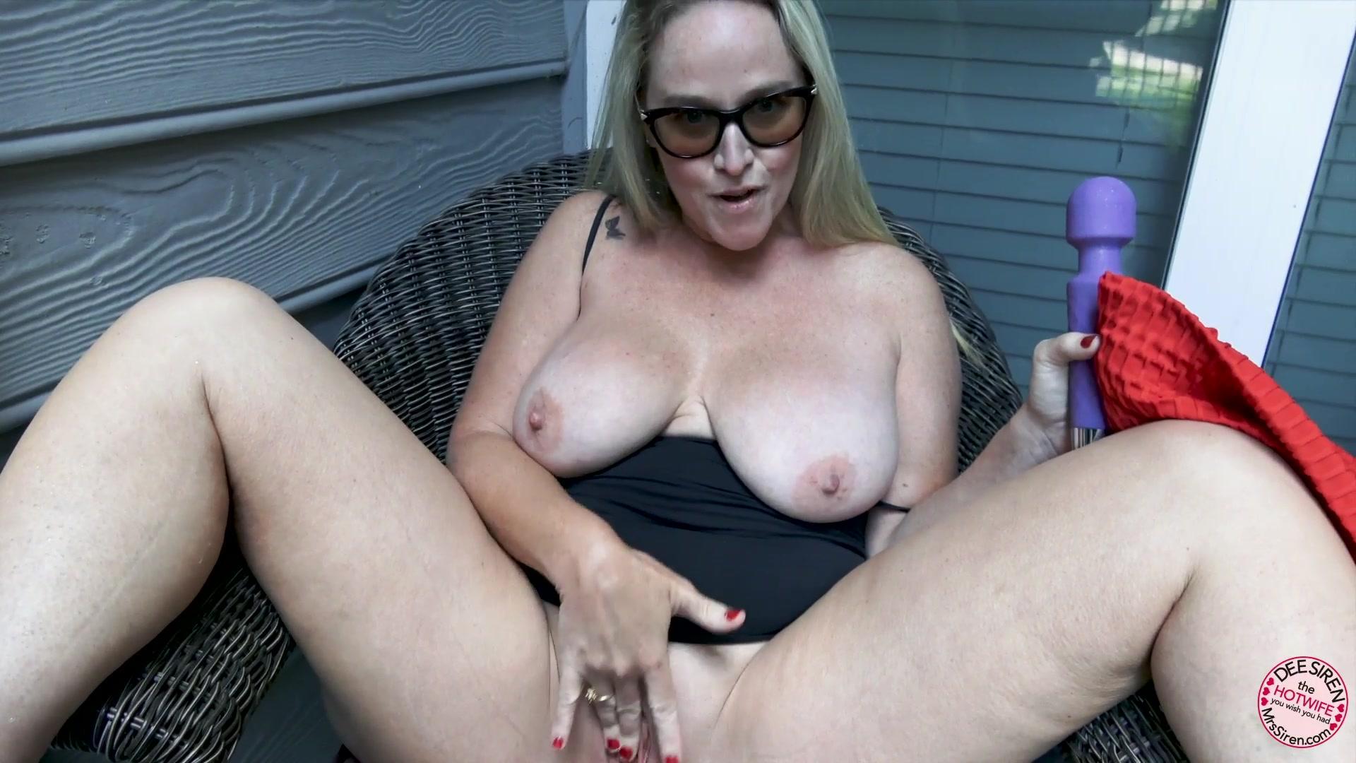 Mrs  Siren – Naughty In Nature