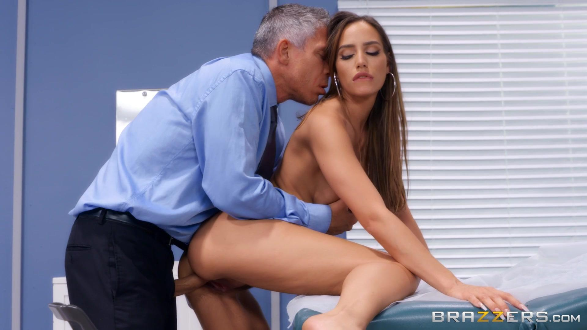 Brazzers Exxtra – Desiree Dulce Clitical Check Up